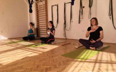 Йога для вагітних Birthlight