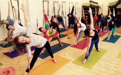 Нова група для початківців з йоги Айєнгара що вівторка та четверга з 8:00 до 9:30!!!